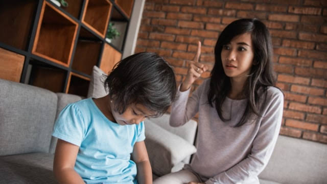 Ilustrasi ibu memarahi anak